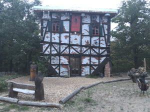 Hexenhaus auf dem Kopf (Annalena Kolberg)